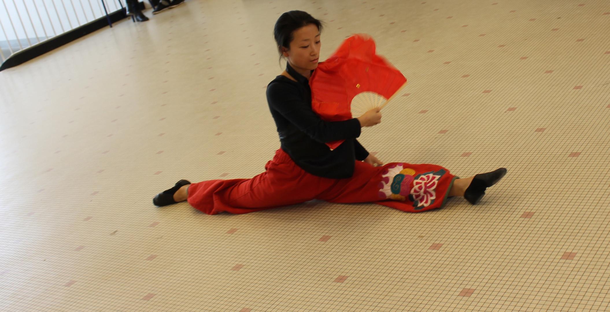 Danse Nouvel an chinois   LIV CHANG - peinture et danse