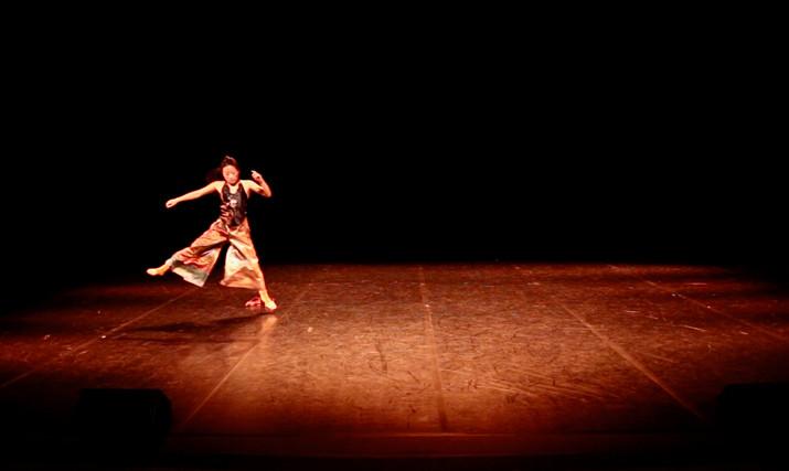 In & Out 3 | LIV CHANG - peinture et danse