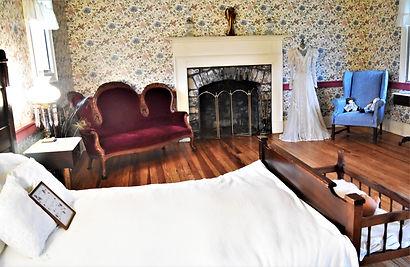 original 1807 upstairs buchanan log house
