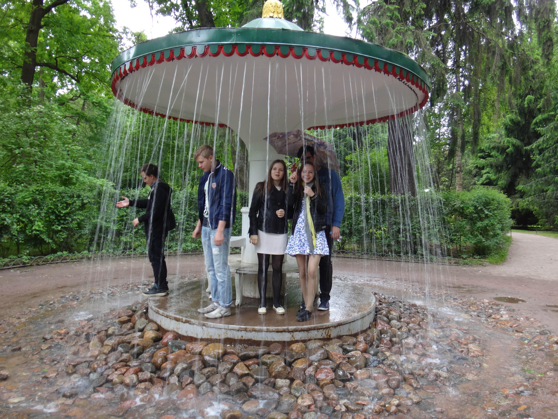 Питер под фонтаном