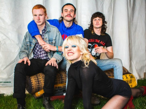 Amyl & The Sniffers - Amyl & The Sniffers (2019)