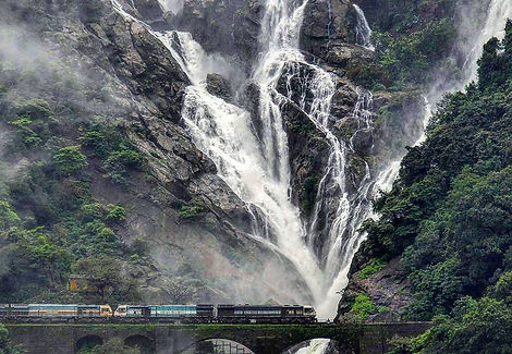 train-to-dudhsagar-falls-trek-in-goa-dis
