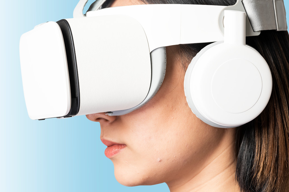 woman in Virtual Reality (VR)