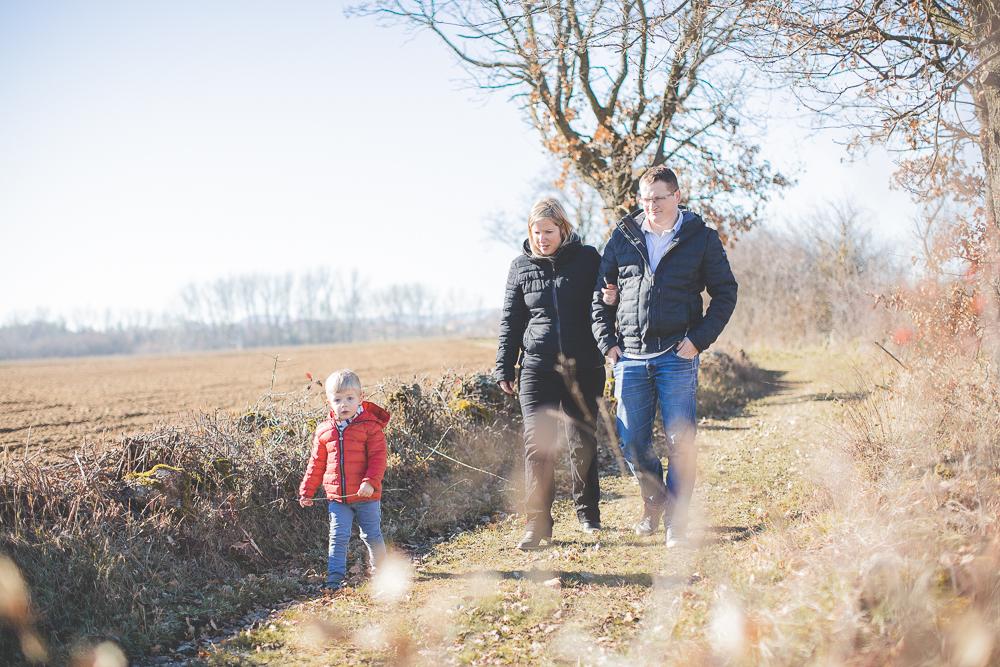 promenade en famille dans la campagne ardéchoise