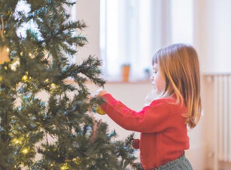 Préparer Noël en famille autour d'une séance photo famille lifestyle