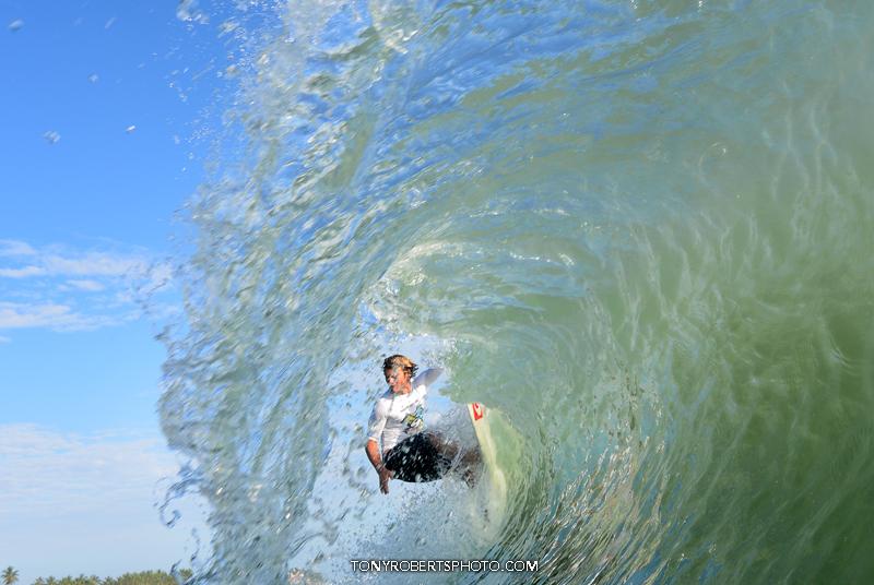 surfing encuentro beach zane