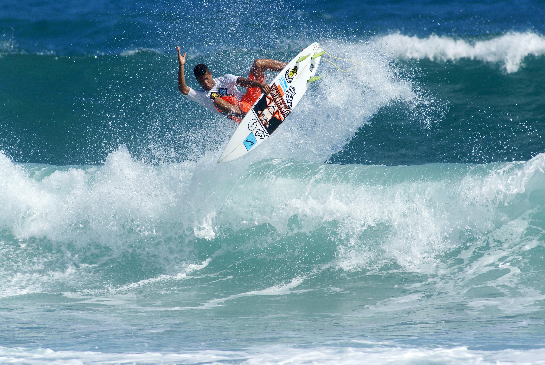 surfing encuentro beach cabarete