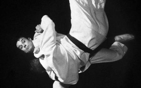 Yves Klein et le saut dans le vide