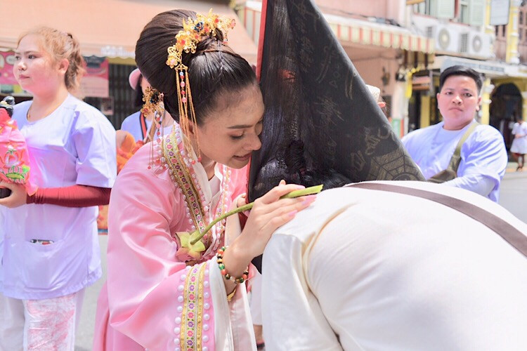 07 Oct. - Phuket Old Town,Thailand. A female Ma Song, blessing a devotee. - © jerraleen balais