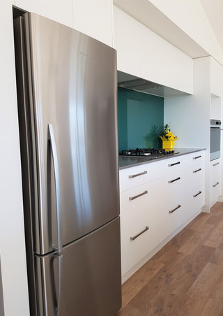 Kitchen storage with glass splashback