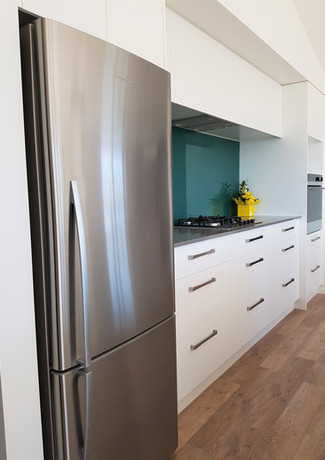 Kitchen storage with glass splashback