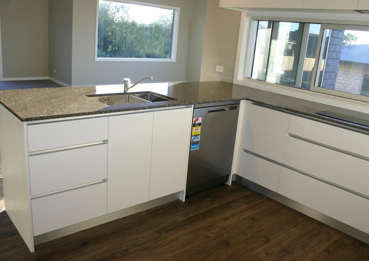 New functional, handleless kitchen