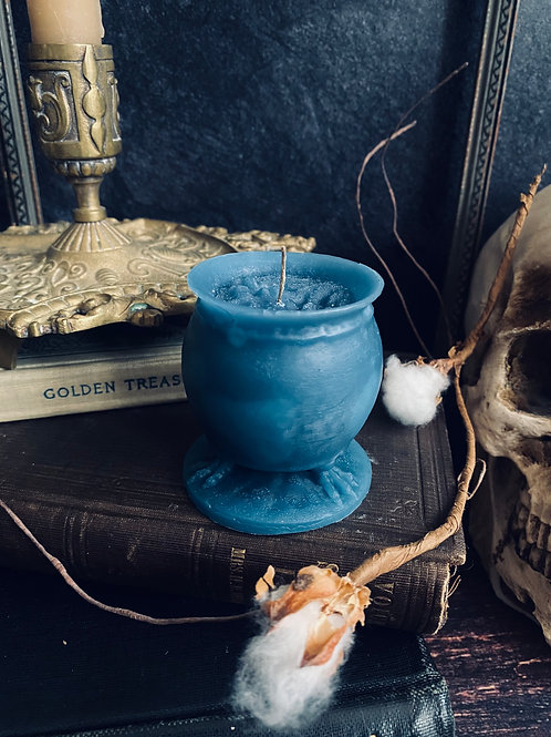 Cauldron beeswax candle