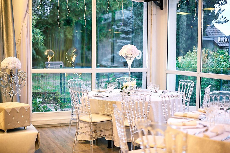 Au-jardin-des-saules-salle+mariage+blanc