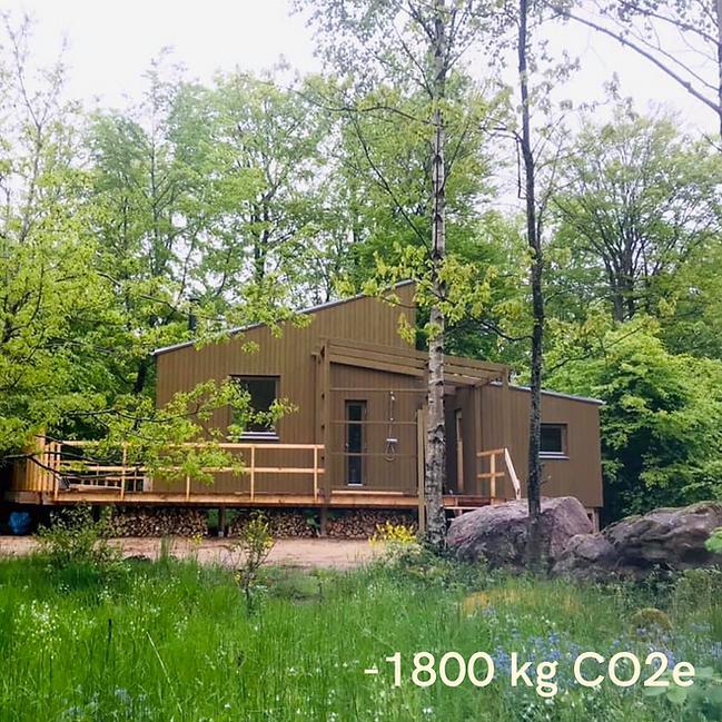 -1800 kg CO2e.png