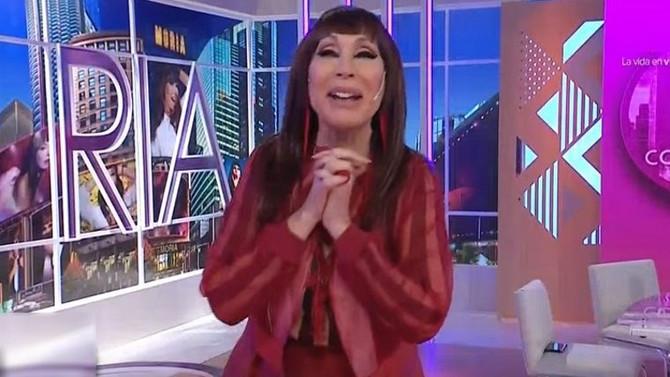 """Tremendo blooper: Moria Casán tiró el decorado """"con la lengua"""""""