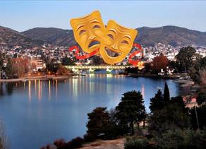 Las marquesinas de los teatros de Carlos Paz empiezan a cambiarse y algunas a iluminarse.