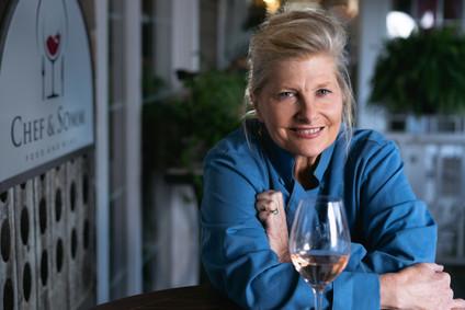 female-environmental-portrait-chef&somm