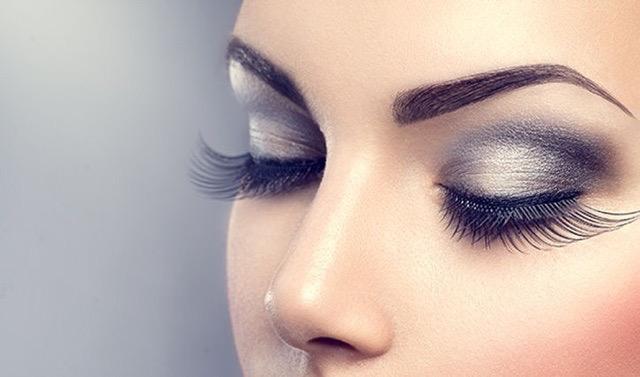 Eyelash extensions in Claremont
