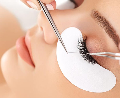 Eyelash extensions in Claremont