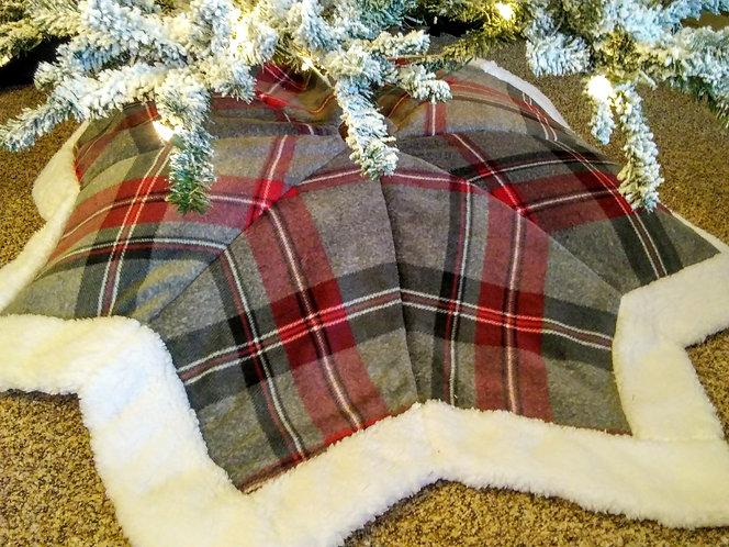 Star Gray/Maroon Plaid 5 Feet across Tree Skirt with Plush Fur Border