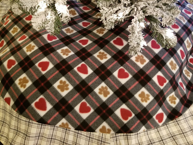 Love Them Paws with Plaid Accent Border 6 Feet Across