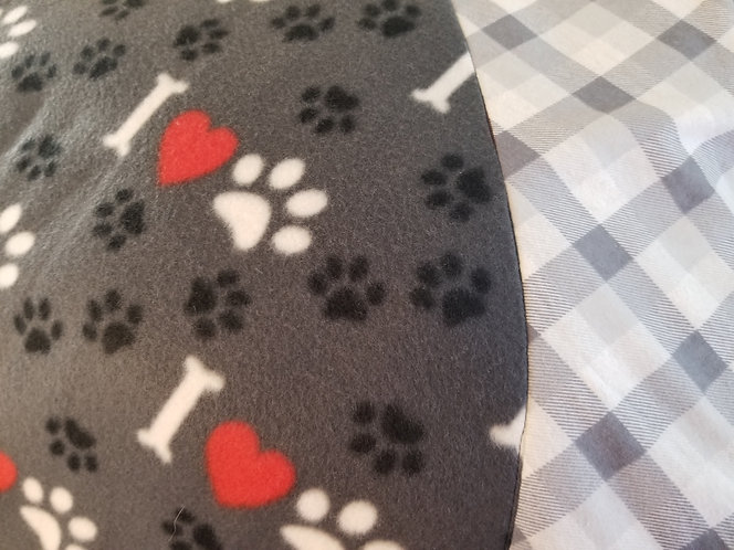 I Love Paws 6 Feet Across with accent Plaid Border