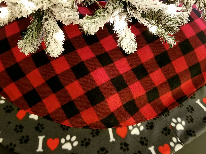 Buffalo Plaid I Love Paws over 5 Feet Across with Accent Paws Border