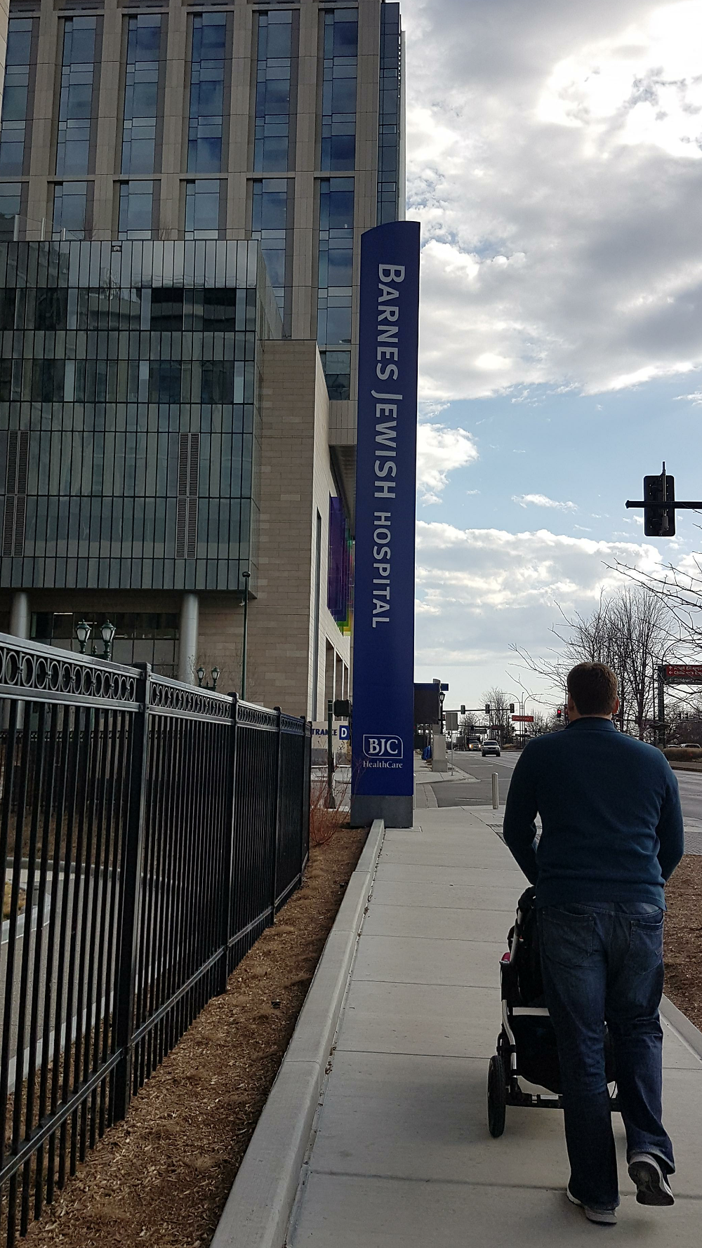 Outside the adult SDR hospital, March 2018