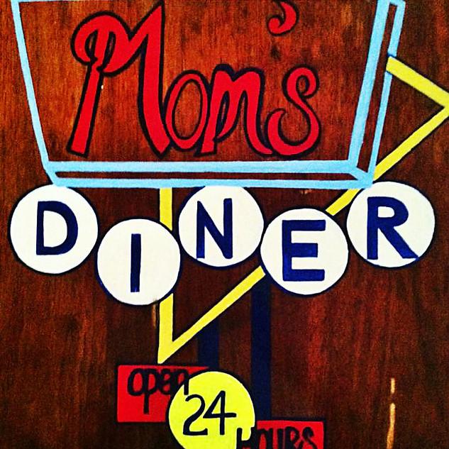 MOM'S DINER : $200
