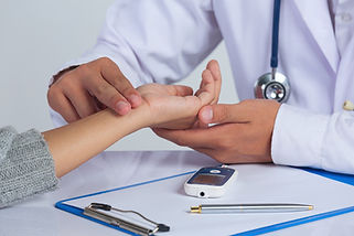 world-diabetes-day-docter-checking-patie