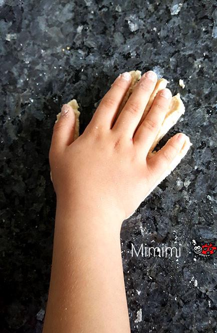 Handabdruck Salzteig machen