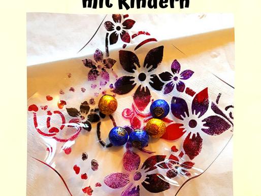 Geschenke basteln mit Kindern - Schöne Schalen aus Acrylglas