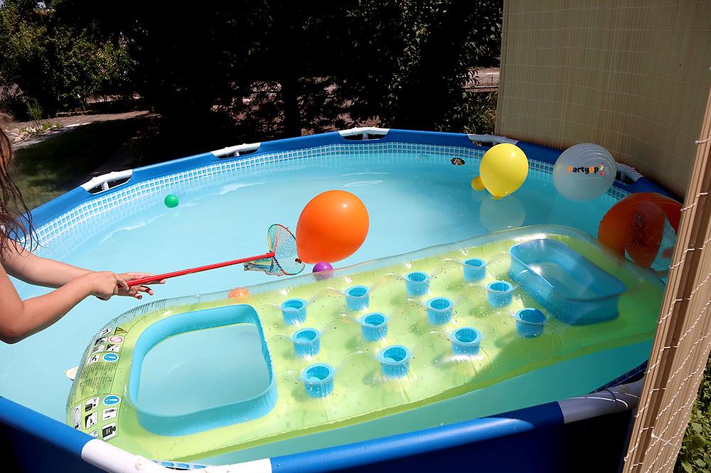 Poolparty Sommerparty Spielidee spielen mit Kindern, Wettfischen im Pool
