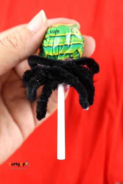 Spinnen-Lolli Anleitung aus Pfeifenputzer