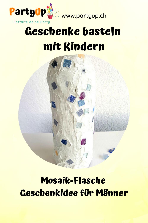 Selbstgemachte Geschenke basteln mit Kindern - Mosaikflasche für den Mann, Vater, Grossvater