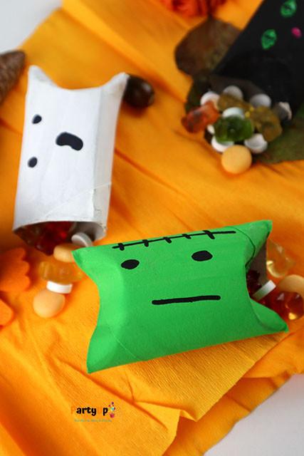 Halloween Mitgebsel Verpackung Katze, Geist und Zombie aus Klopapierrollen