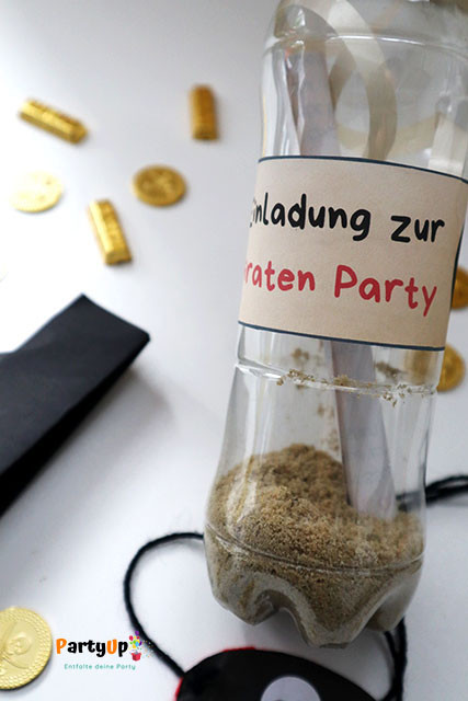 Fertigen Flaschenpost Einladungen zum Kindergeburtstag mit dem Motto Piraten