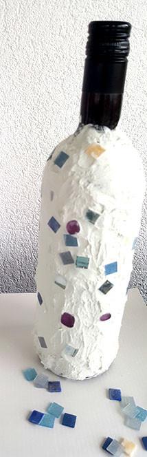 Glasflaschen im Mosaikstil