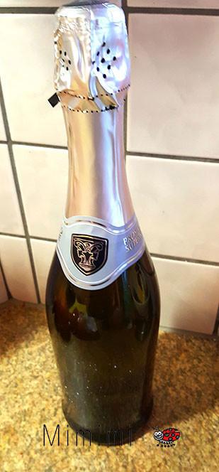 Flasche von Etiketten befreien