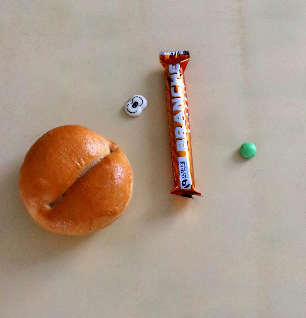 Geburtstagsessen Idee für die Schule / Kita mit Brötchen (Weggli), Schokoriegel ( Schoggistängel) als essen zum Kindergeburtstag