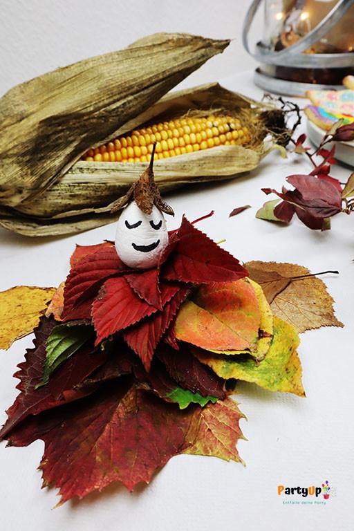 Bastelidee für den Herbst Blätter-Männchen zum basteln mit Kindern im Herbst oder an einem Kindergeburtstag eine Party zum Geburtstag im Herbst. Tolle Beschäftigungsidee. Auch als Herbst Deko (Dekoration) geeignet.