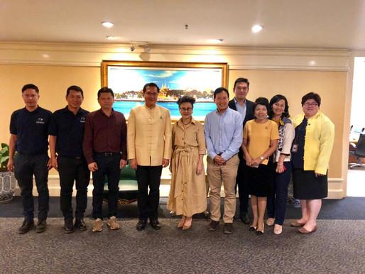 Industry experts meet Senator to discuss Thai elephant tourism.