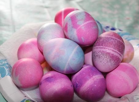 Coloring Eggs with Shaving Cream | DIY featuring Jessica