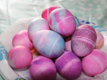 Coloring Eggs with Shaving Cream | DIY featuring Jessica