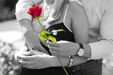 red-rose-1461043_1920.jpg