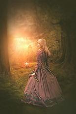woman-4254576_1920_edited.jpg