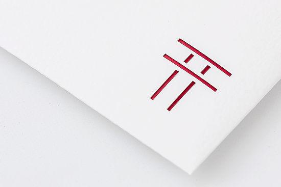 紙の重なりが織り成す立体感