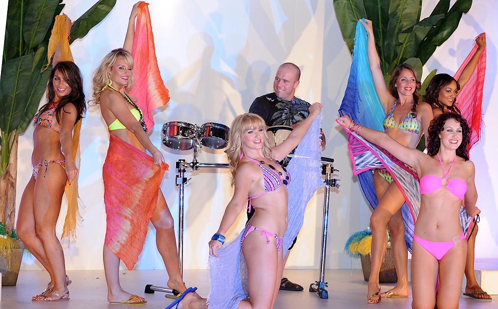 beachwear show 1 trafford centre - resized.JPG