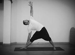 Utitha Trikonasana yoga